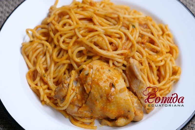 Tallarines con pollo o gallina