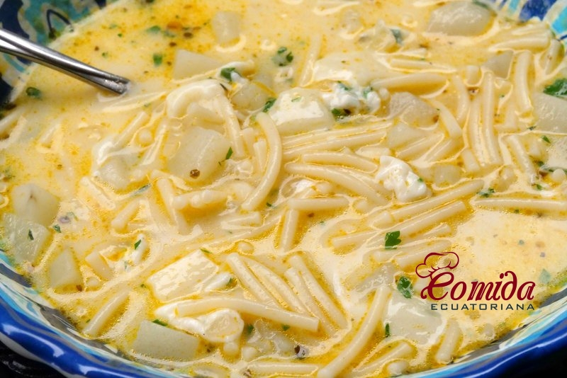 Sopa ecuatoriana de fideo y queso